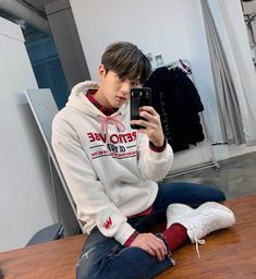 Btob Minhyuk, Cube Entertainment, Hd Movies, Netflix, Wattpad, Graphic Sweatshirt, Kpop, Twitter, Album Covers
