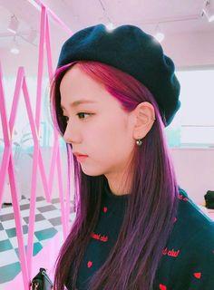 Blackpink discovered by Canan on We Heart It Blackpink Jisoo, Kim Jennie, Purple Hair, Red Hair, South Korean Girls, Korean Girl Groups, Lisa Park, Black Pink ジス, Blackpink Members