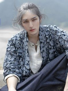 Finally I know his name is xingye. a beautiful n masculine man from china. Men Hair Color, Boys Long Hairstyles, Celebrity Travel, Actor Model, Asian Men, Male Models, Asian Models, Pretty Boys, Pretty People