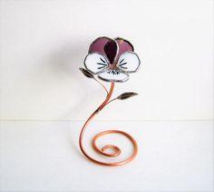 Jolie petite Pansy en riche violet et blanc industriel fleur