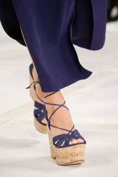 Ralph Lauren Spring 2016 Ready-to-Wear collection, runway looks, beauty, models, and reviews. Denim Fashion, Fashion Shoes, Womens Fashion, Fashion Week, Spring Fashion, Fashion Trends, Street Style Shoes, Ralph Lauren, Target Style
