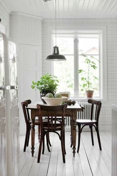 With this beautiful home interior stylist Mari Strenghielm Nord has created a lovely oasis for her and her family in the Stockholm archipelago. The house originates from the late and it was impo Table And Chairs, Dining Chairs, Dining Table, Dining Sets, Dining Area, Deco Boheme Chic, Home Interior, Interior Design, Interior Stylist