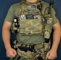 Military Gear, Military Equipment, Plate Carrier Setup, Airsoft Ideas, Army Vest, Battle Belt, Tactical Armor, Man Gear, Combat Medic