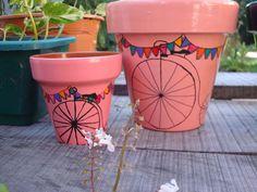 macetas pintadas a mano - Buscar con Google Clay Flower Pots, Flower Pot Crafts, Clay Pot Crafts, Flower Planters, Painted Clay Pots, Painted Flower Pots, Hand Painted Ceramics, Magic Crafts, Decorated Flower Pots
