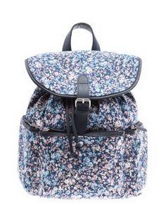 Sırt çantaları sanıyorum birkaç sezon önce moda oldu. Önceden sadece öğrencilerde gördüğümüz -aslında büyüdükçe göremediğimiz- sırt çantalar...