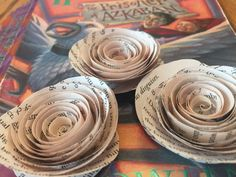 50 Paper flowers made from the book pages of Harry Potter and the Prisoner of Azkaban by JK Rowling. All flowers are made from actual book pages directly taken from the book and are approximately 1.5-2 in size. Perfect for any Harry Potter or book lovers wedding or special event
