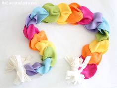 Sewing Gifts For Kids no sew fleece rainbow scarf, great homemade gift idea for kids - This no-sew rainbow scarf is the perfect birthday or holiday gift kids can make! How-to video AND printable instructions below. Fleece Crafts, Fleece Projects, Sewing Projects For Kids, Sewing For Kids, Fabric Crafts, Sewing Crafts, Sewing Ideas, No Sew Scarf, Fleece Scarf