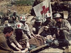 1945 US soldiers and medics of the Mountain Division tend to a German POW, Bologna, Italy - pin by Paolo Marzioli Army Medic, Combat Medic, 10th Mountain Division, Germany Ww2, Army Infantry, Ww2 Photos, War Photography, Native American History, Vietnam War