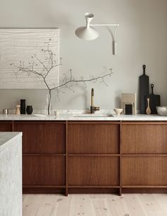 Modern Kitchen Interior Remodeling Idea to Steal: Understated Terrazzo Apartment Kitchen, Home Decor Kitchen, Rustic Kitchen, Interior Design Kitchen, Home Kitchens, Kitchen Ideas, Timber Kitchen, Kitchen Industrial, Interior Plants