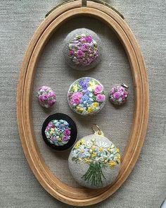 . . 色々 色々。。。 . #instagood #instagram #instahoop #instarose #instaflower #flola #flower #flowerstagram #flowerembroidery #embroidery #embroideryhoop #instabrooch #instapendant #Embroiderythread #needleart #needlework #handmade #handcraft #handembroidery #buquet #手作り #手仕事 #手刺繍 #花 #花刺繍 #花束 #ペンダント .