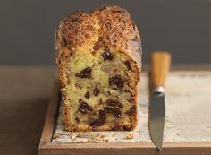 Υλοποιήστε μία πολύ εύκολη και νόστιμη συνταγή για κέικ με κομμάτια σοκολάτας και μπανάνα και κάντε χαρούμενους τους αγαπημένους σας!