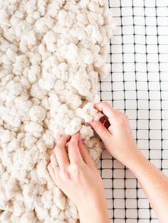 This is an amazing tutorial for how to make a large-scale rug from scratch. It's over 6 feet long! #rug #diy