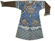 A fine kesi-woven silk dragon robe, 19th century