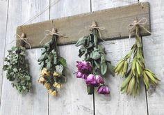 Recetas popurrí Dried Flowers, Floral Wreath, Wreaths, Green, Plants, Home Decor, Alchemy, Handmade, Ideas