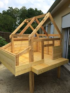 Chicken Coop Ideas 485755509791212086 - Poulailler pondoir poules Source by dimitridomarco Cute Chicken Coops, Mobile Chicken Coop, Chicken Coop Designs, Backyard Chicken Coop Plans, Building A Chicken Coop, Chickens Backyard, Chicken Pen, Chicken Coup, Keeping Chickens