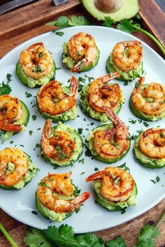 Blackened Shrimp Avocado Cucumber Bites / Party / Fingerfood / Buffet Light and tasty blackened creole seasoned shrimp on crisp and juicy cucumber slices with cool and creamy avocado and flavour packed remoulade sauce! Shrimp Appetizers, Cucumber Appetizers, Sandwich Appetizers, Cheese Appetizers, Gourmet Appetizers, Cocktail Party Appetizers, One Bite Appetizers, Smoked Salmon Appetizer, Canapes Recipes