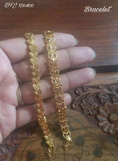 Saved by radha reddy garisa Gold Chain Design, Gold Ring Designs, Gold Bangles Design, Gold Earrings Designs, Gold Jewellery Design, Mens Gold Bracelets, Gold Bangle Bracelet, Hand Jewelry, Jewelery