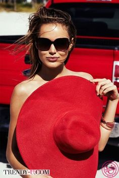 """Sunglasses can be used by ugly girls to look hot. whenever my friends and I see a girl in sunglasses and were like """"she cute"""" then we get closer. Love Hat, Red Hats, Models, Madame, Shades Of Red, Mode Style, Summer Of Love, Ray Ban Sunglasses, Elegant Woman"""