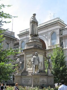 Milan. DaVinci's statue in the piazza in front of the La Scala Opera House.