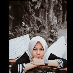 Casual Hijab Outfit, Hijab Chic, Indonesian Girls, Girl Hijab, Aesthetic Vintage, Ulzzang Girl, Ootd Fashion, Cute Girls, Asian Girl
