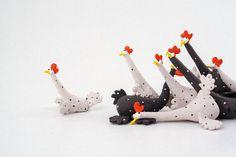 Stoneware Sculpture  Chickens Panic Attack  Handmade par Murtiga