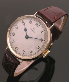 A 14ct gold round vintage Omega watch, 1920s
