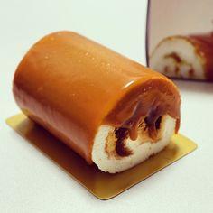東京駅限定「ARINCO」の塩キャラメルロール:クラッシュしたキャラメルを包み込んだプレミアムロールケーキ