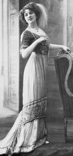 Edwardian Fashion - 1910