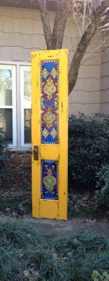 Old Door Headboard Ideas Hall Trees 17 Ideas Hand Painted Furniture, Diy Furniture, Headboards For Beds, Headboard Ideas, Old Doors, Painted Doors, Mellow Yellow, Vintage Walls, Vintage Decor