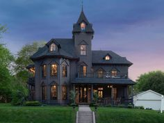1872 Victorian In Stillwater Minnesota — Captivating Houses – Stone House Black House Exterior, Big Houses Exterior, Victorian Homes Exterior, Old Victorian Homes, Victorian Buildings, Victorian Interiors, Victorian Ladies, Victorian Architecture, Classical Architecture