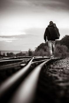 Caminante no hay camino, se hace camino al andar, y al echar la vista atrás, se ha de ver la senda ...