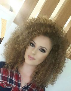 Hope my boyfriend likes it Big Curly Hair, Curly Hair Styles, Curly Girl, Long Curly, Permed Hairstyles, Bride Hairstyles, Styles Courts, Blond, Extreme Hair
