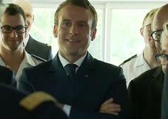 """Emmanuel Macron fait une mauvaise blague sur les """"kwassa-kwassa"""" suscite de vives réactions sur les réseaux sociaux"""