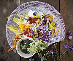 Feast on Flowers African Herbs, Pocket Full Of Sunshine, You Are Amazing, Edible Flowers, Gardening Tips, A Food, Yummy Food, Salad, Table Decorations