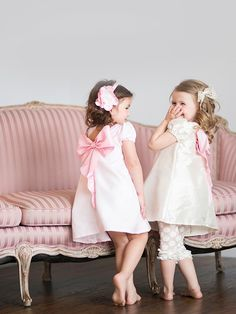 VFT Violette Field Threads Piper dress pattern cute bow back dress Outfits Niños, Kids Outfits, Sewing For Kids, Baby Sewing, Sewing Diy, Sewing Clothes, Diy Clothes, Dress Sewing, Little Girl Dresses