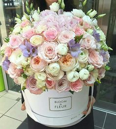 Flower Bouquet Boxes, Flower Box Gift, Red Rose Bouquet, Beautiful Bouquet Of Flowers, Beautiful Flower Arrangements, Amazing Flowers, Floral Arrangements, Beautiful Flowers, Bouquets