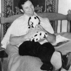 Dean holding a snoopy plushy on Elmer wayne Henley's bed.  #deancorll #serialkiller #rape #massmurder