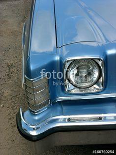 Blaues amerikanisches Ford Gran Torino Coupé der Siebzigerjahre in blaumetallic beim Oldtimertreffen im Oldtimer-Park Lippe in Lage bei Detmold in Ostwestfalen