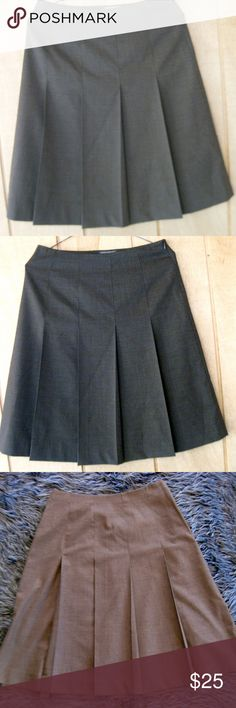 Banana Republic Brown Pleated Side Zip Skirt Banana Republic Brown Pleated Side Zip Office Style Skirt Size 0 runs large Gry4 Banana Republic Skirts A-Line or Full