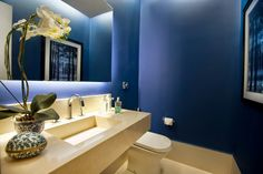 A blue way of decor. Contemporary Interior Design, Modern Bathroom Design, Casa Mix, Entry Hallway, Elegant Homes, Wall Colors, Decoration, Luxury Homes, Small Spaces