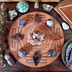 Crystal Grid Questions Answered by Ethan Lazzerini - Ethan Lazzerini Crystal Guide, Crystal Magic, Crystal Healing, Crystals And Gemstones, Stones And Crystals, Charge Crystals, Laser Art, Mandala, Sacred Geometry