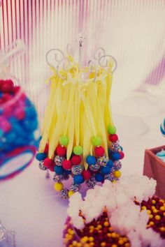 CUTE necklaces as party favors made out of gumballs & candy! DIY http://sweetpartygoods.blogspot.com