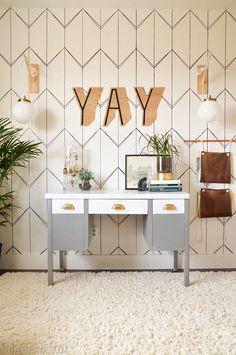 DIY Wallpaper. Need an idea for an accent wall look no further. This DIY  Faux Wallpaper Idea  is amazing. #DIYWallpaper #DIYfauxwallpaper