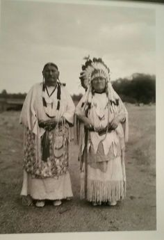 Native American Drawing, Native American Photos, Native American Indians, American Clothing, Native Indian, First Nations, Warriors, Mount Rushmore, Nativity