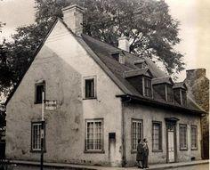 Maison Georges-De Gannes. Cette maison porte le nom de Georges de Gannes (1705-1767), major des troupes de la marine française, qui l'a fait bâtir vers 1756. Il s'agit d'une résidence urbaine d'inspiration française et modifiée par la suite dans l'esprit néoclassique. Ce bâtiment classé est situé au cœur du site patrimonial de Trois-Rivières. © Ministère de la Culture et des Communications 1946 – Domaine public #RPCQ #TroisRivieres #50PatrimoineTR #TresTR Old Stone Houses, Old Houses, Trois Rivieres, Domaine Public, Site Archéologique, Stone Cottages, France 2, Canada, Quebec