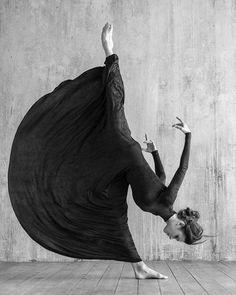 █🔝█ …Gruß ❥✅❥✔ Kunst & Glas – Malerei Deko … █🔝█ … greetings ❥✅❥✔ Art & Glass – Painting Deco 🅘🅝🅢🅟🅘🅡🅐🅣🅘🅞🅝 from the Black Forest. Dance Photography Poses, Art Photography, Poses References, Dance Movement, Dark Fantasy Art, Jolie Photo, Girl Dancing, People Dancing, Ballet Dancers