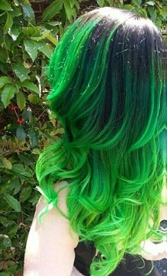 Top 25 Green Ombre Hair Colors Usually i dont like green hair because it fades into that ugly green, Green Hair Dye, Green Hair Colors, Dye My Hair, Black And Green Hair, Green Wig, Bright Hair Colors, Hair Colours, Teal Green, Beautiful Hair Color