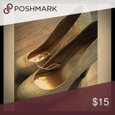 """NWT Mossimo Gold Round Toe Heels New With Tags! Target Mossimo heels. Textured gold and glitter over whole shoe! Tall 5"""" heel! Great for upcoming Valentine's Day! Mossimo Supply Co Shoes Heels"""