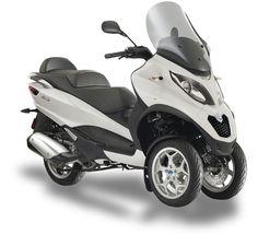 Piaggio México tiene para ti MP3 LT SPORT 300 Un scooter urbano que resolverá tus problemas de aparcamiento, puntualidad, economía de combustible y cuidado al medio ambiente.  Cuenta con un motor de 278 cc 1 cilindro, transmisión CVT y libera 22 hp y 21.39 libras pie de torque. Con ello te desplazarás con toda versatilidad por la ciudad.  Más en: http://piaggiooficial.com.mx/