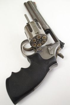 Smith & Wesson Model 686 Revolver with Cylinder Open by bk1bennett on Flickr.